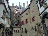 Innenhof der Burg Eltz