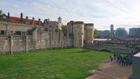 Blick vorbei am Tower of London über die Themse