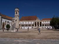 auf dem Universitätsplatz von Coimbra