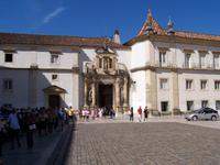 vor der Universität in Coimbra
