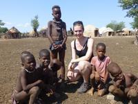 Kindern aus dem Himba-Dorf