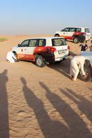 Jeppfahrer lassen ein wenig Luft ab für die Wüstenfahrt