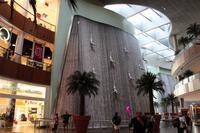 Fliegende Männer in der Dubai-Mall