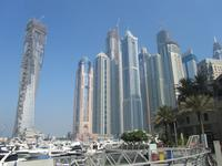 Erste Blicke auf die Skyline von Dubai