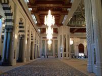 104 Männergebetshalle in der Sultan Qaboos Moschee in Muscat (Oman)