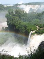 Iguazu Wasserfälle - argentinische Seite mit Regenbogen, Insel San Martin