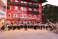 Blasmusikkonzert vor dem Weißen Rössl
