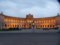 Die neue Hofburg im Abendlicht