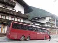 Unser Reisebus vor dem Moser's Hotel am Achensee in Maurach