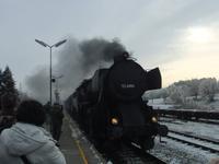 Der historische Dampfzug fährt ein