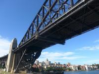 Durchfahrt unter Harbour Bridge