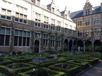 im Innenhof des heutigen Drucker-Museums in Antwerpen