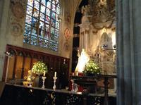 Kapelle mit Osterschmuck