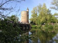 alter Stadtturm in Brügge am Minnewasser