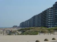 Stark bebaute Strandpromenade - ein typisches Bild für Belgien