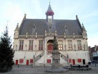Vor dem Dammer Rathaus steht Jakob van Maerland