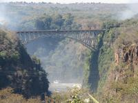 The Victoria Falls Hotel - Blick zur Eisenbahnbrücke