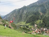 Fahrt mit dem Gotthard Panorama Express -Kirche in Wassen