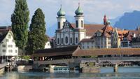 200 Luzern - Blick zur Jesuitenkirche und auf die Spreuerbrücke