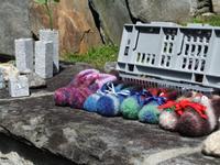 Souvenirs aus Granit und Wolle
