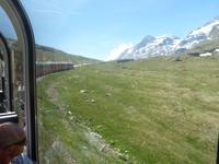 Der Bernina-Express auf der Fahrt zur Berninaspitze
