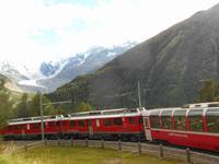 Bernina-Express mit Morteratsch-Gletscher