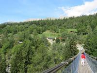 0395 Glacier-Bernina-Express- Fahrt durch das Rhonetal - Stopp an der Hängebrücke in Bellwald