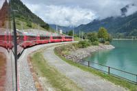 Bernina-Express am Lago di Poschavio Foto Frau Woerpel.jpg