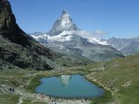 Im Riffelsee spiegelt sich das Matterhorn