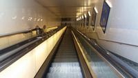 Die Rolltreppe vom Bahnhof zur Stadt