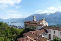 Madonna del Sasso und der Lago Maggiore