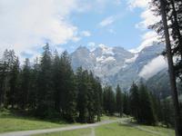 Spaziergang von der Bergbahn zum Oeschinensee
