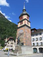 Stopp in Altdorf - Wohnturm mit Tell-Denkmal