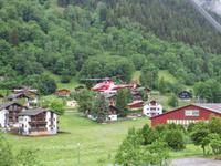 137 Fiesch - ein Hubschrauber der Air Zermatt landet