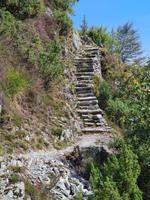 Über Stock und viel Stein führen unsere Wege ... typisch tessinerisch