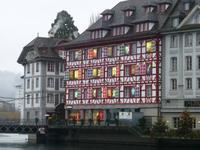 Luzern - typischer Adventskalender an Hauswand