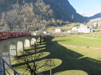 051 Fahrt mit dem Bernina-Express - Fahrt über das Kreisviadukt von Brusio