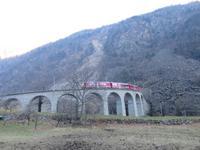 063 Fahrt mit dem Bernina-Express - Fotostopp am Kreisviadukt von Brusio