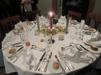 124 Silvester im Berner Oberland -Silvesterfeier im Hotel an festlich gedeckten Tischen