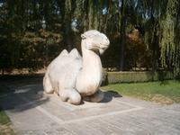 steinernes Kamel auf der Geisterallee