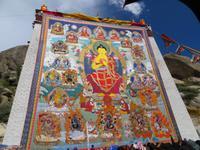 0554 Lhasa - Sera-Kloster - Shoton-Fest - Gebetszeremonie - der Teppich der Vergangenheit Buddhas