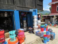 1930 Fahrt nach Kathmandu - Stopp in einem Dorf, welches als Einkaufort für umliegende Dörfer gilt