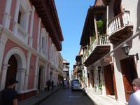 Farbenpracht in den malerischen Gassen von Cartagena