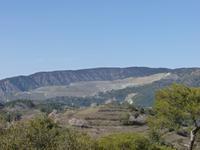 Blick auf die ehemaligen Asbestbrüche unterhalb des Olympos