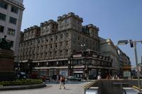 Benannt ist der Platz nach Josef Jungmann, im damals deutschsprachigen Prag ein vehementer Verfechter der tschechischen Sprache.