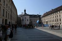 Im Innenhof der Prager Burg.