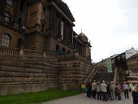 Zuerst führte sie uns zum Nationalmuseum, einem der Wahrzeichen der Prager Neustadt.