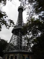 Der Prager Eiffelturm. Auch er wurde für die Prager Jubiläumsausstellung auf dem Petrin errichtet.