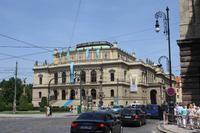 Das Rudolfinum (Haus der Künste) beherbergt Bildergalerien und Konzertsäle