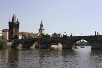 Karlsbrücke von der Moldau aus